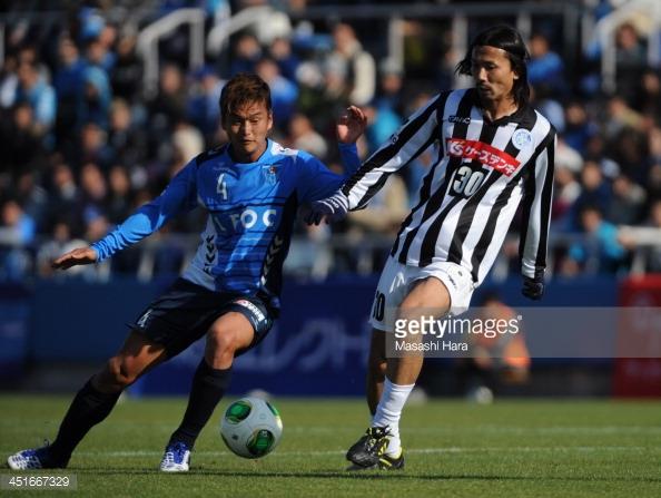 Yokohama FC (trái) thường là đội chiến thắng mỗi khi đụng độ Mito Hollyhock.