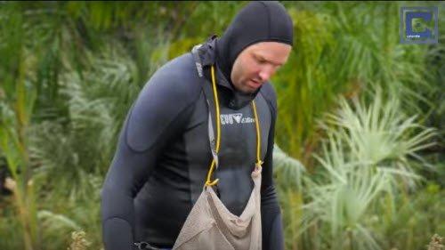 Berger thường xuyên đối mặt với những nguy hiểm khi nhặt bóng dưới hồ.