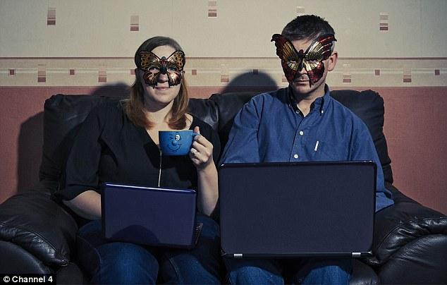 """Người xem sẽ phải trả khoảng 1 USD/phút để xem những """"cảnh nóng"""" của cặp Kitty và Moses."""