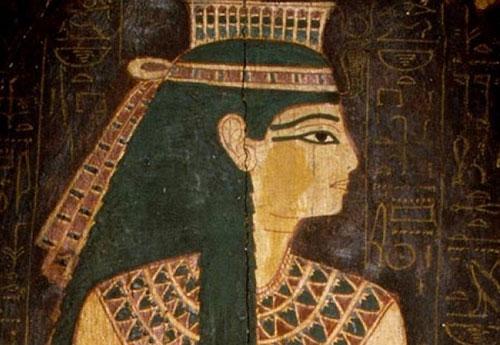 Phụ nữ Ai Cập thíchkẻ mắt bằng than đen.