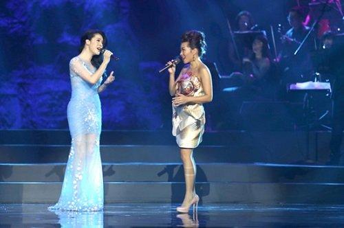Thu Phương và Hà Trần trên sân khấu The Master of Symphony.