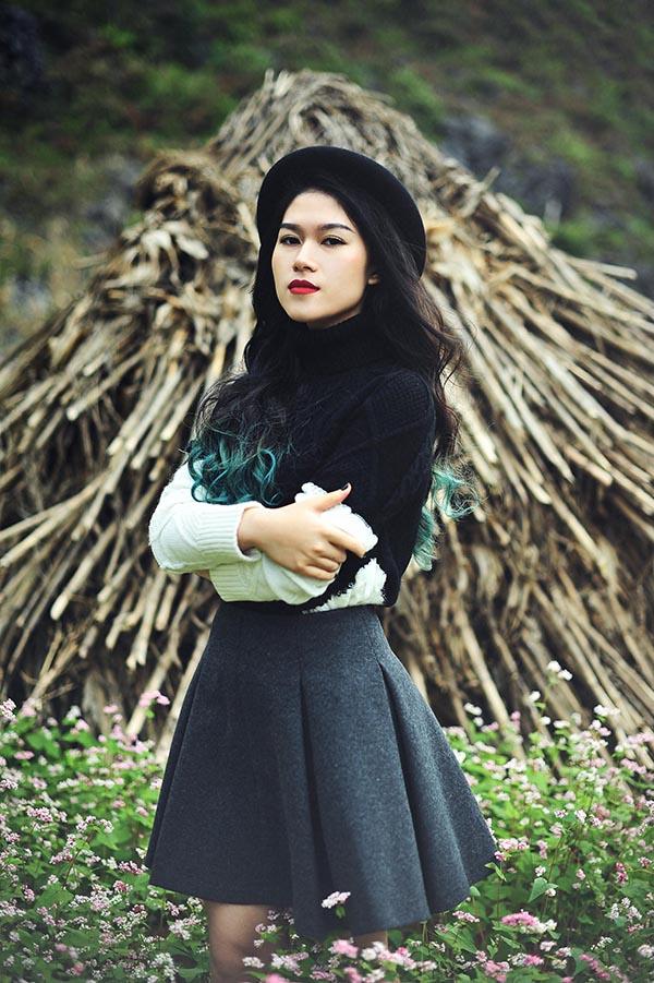 """Dù tất bật chuẩn bị cho dự án phim mới, song nữ diễn viên """"Hiệp sĩ mù"""" Ngọc Thanh Tâm vừa tranh thủ khoảng thời gian rảnh rỗi để đi thăm thú, chụp hình kỉ niệm tại một vùng núi nổi tiếng thuộc tỉnh Hà Giang."""