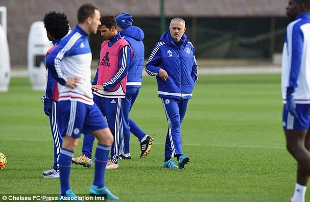 Jose Mourinho lần thứ 3 bị học trò đâm sau lưng, lần thứ 2 phải rời Chelsea trong đau đớn.