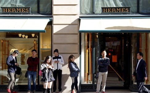 Theo dự đoán, khách hàng Trung Quốc sẽ chi khoảng 17 tỉ USD cho các mặt hàng cao cấp trong năm nay. Ảnh: Reuters.