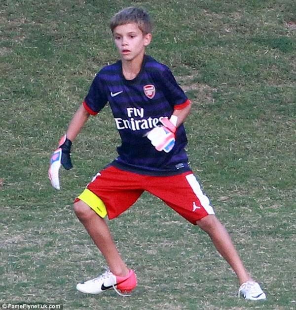 Romeo Beckham hiện đang chơi cho đội trẻ Arsenal.