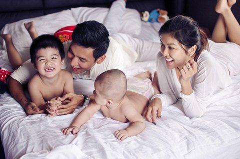 Oanh Yến hạnh phúc bên tình mới và hai cậu con trai kháu khỉnh.