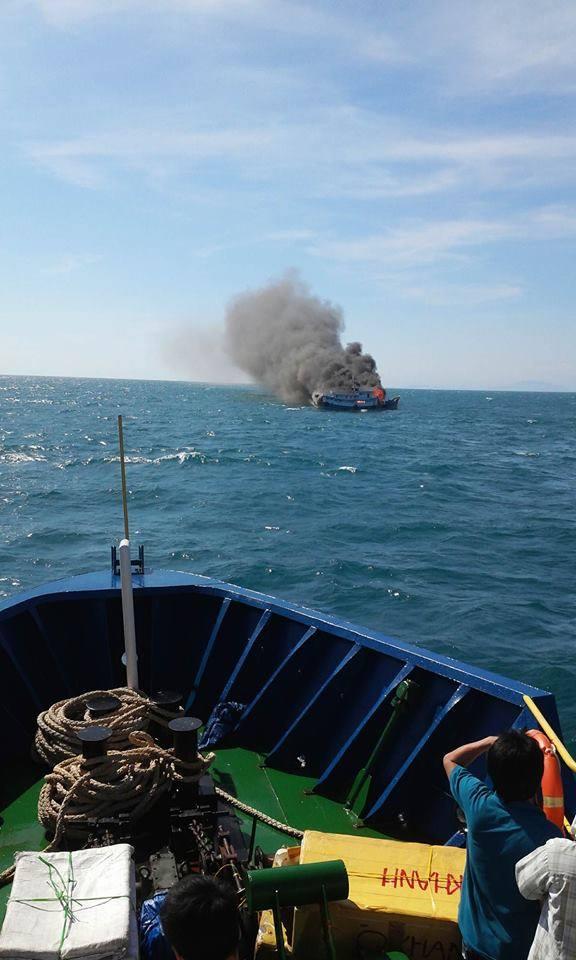 Tàu khách Hưng Phát kịp thời cứu nạn, đưa 7 thuyền viên vào bờ an toàn