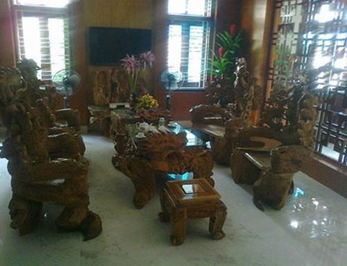 Bộ bàn ghế gỗ ngọc am quý hiếm.