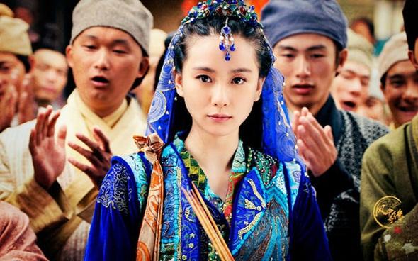 """""""Cô gái sói"""" Tân Nguyệt (Lưu Thi Thi) xinh đẹp và thông minh trong bộ phim truyền hình Kỳ duyên trong gió."""