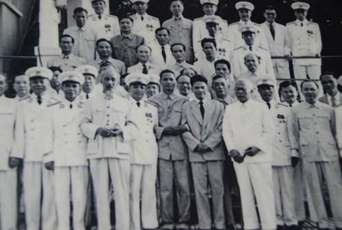 Bác Hồ dự lễ phong đại tá cho ông Trần Hiệu