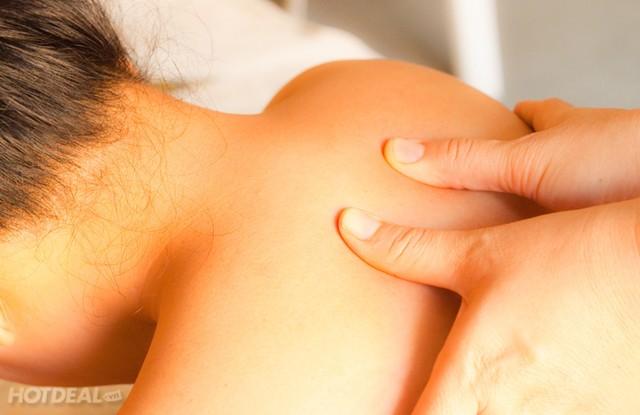 Đây là một trong những phương pháp chữa chứng nhức đầu lâu đời, điều trị day bấm huyệt giúp chữa bệnh chứng nhức đầu. Thử day ấn các điểm tại gáy cổ của bạn.