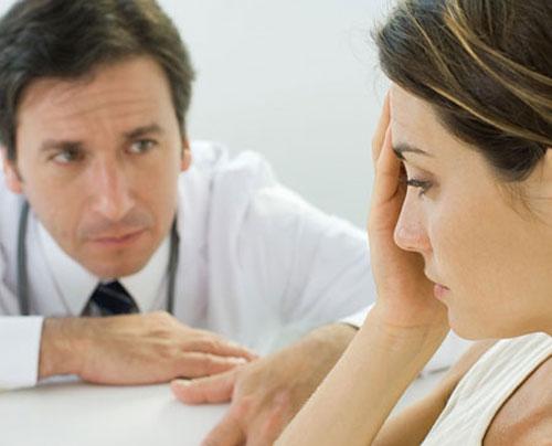 Vì sợ chồng nên vợ anh không nói ra và hàng ngày sống trong ám ảnh lo sợ từ đó đến nay. Ảnh minh họa.
