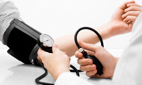 Tây y chấp nhận cao huyết áp là bệnh mạn tính, tức là không thể chữa dứt