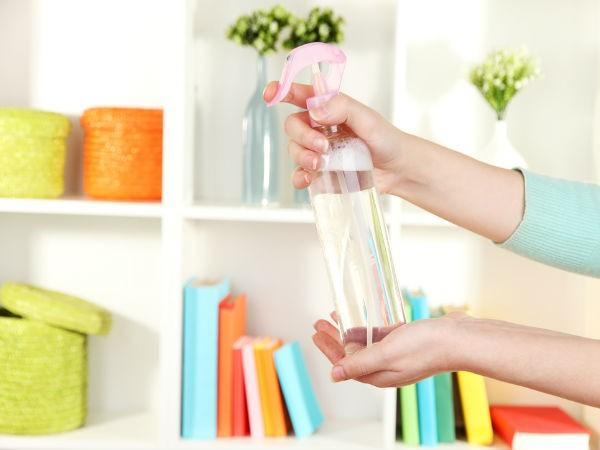 Chai xịt phòng Những chai xịt phòng, chất làm sạch có thể  thêm một mùi dễ chịu cho ngôi nhà của bạn, nhưng cũng có thể gây ra những căn bệnh chết người. Nó chứa một chất hóa học độc hại được gọi là dichlorobenzene, gây ung thư và nhiều vấn đề sức khỏe.