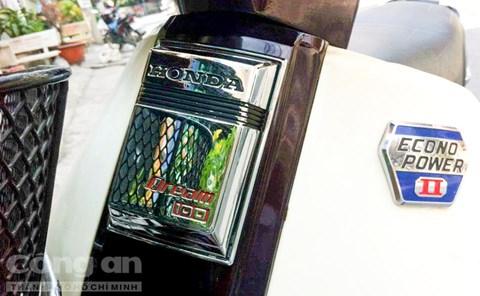 Đường nét thiết kế vuông vức tạo nét đặc trưng cho Honda Dream II