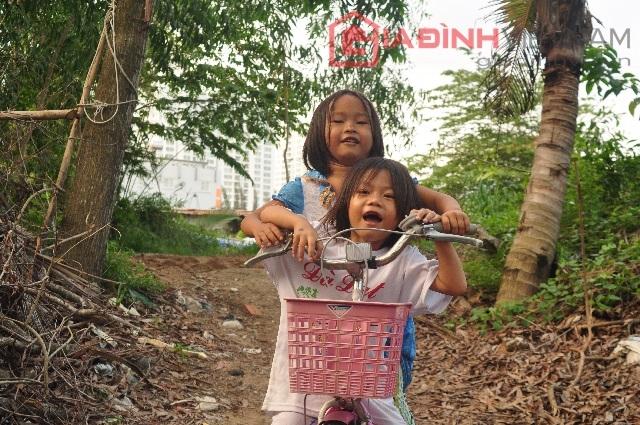 Huyền - THoại được chùa Pháp Võ nuôi chăm sóc và tạo điều kiện cho đi học