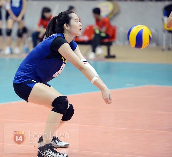 Năm 2014 cô gái quê Hải Phòng giành được cả 2 danh hiệu Hoa khôi từ 2 giải bóng chuyền danh gía: Hoa khôi giải bóng chuyền nữ quốc tế VTV Cup 2014 v à Miss Bình Điền Long An Cup 2014.