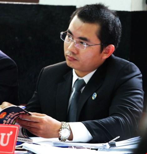 Luật sư Phạm Hoài Nam bào chữa cho bị cáo Võ Văn Minh. Ảnh: Anh Kiệt