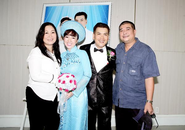 Hữu Nghĩa cưới vợ ở tuổi 51.