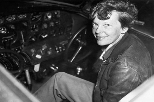 Ngày 15/5/1923, Amelia Earhart đã trở thành nữ phi công thứ 16 được nhận bằng phi công do Cơ quan quản lý Hàng không thế giới cấp