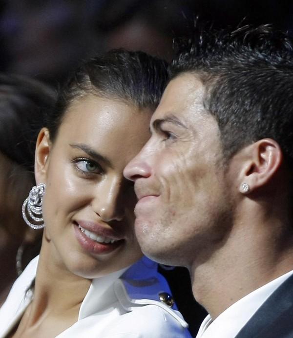 Sau Irina Shayk, tới lượt Ronaldo xác nhận đã độc thân 2