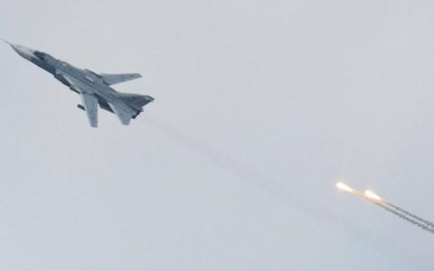 Vụ máy bay Su-24 của Nga bị Thổ Nhĩ Kỳ bắn hạ đang khiến ông Hollande rất khó ăn khó nói với ông Putin. Ảnh Sputnik