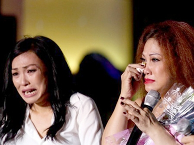 Những giọt nước mắt tình nghĩa của 2 nữ ca sĩ trong những ngày khó khăn, hoạn nạn
