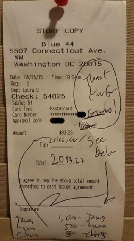 Hóa đơn kèm tiền boa của vị khách hàng hào phóng