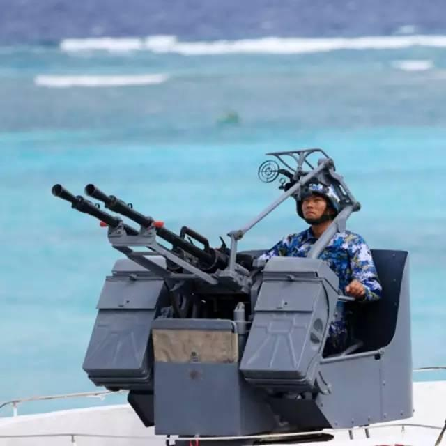 Binh sĩ và vũ khí của Trung Quốc bố trí trên đảo nhân tạo ở quần đảo Trường Sa (thuộc chủ quyền Việt Nam). Ảnh: Hoàn Cầu.