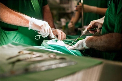 Các bác sĩ trực tiếp điều trị cho bé trai 2 tuổi nói trên tại Bệnh viện Sion, thành phố Mumbai, Ấn Độ đã tiết lộ về trường hợp hy hữu này với báo giới.