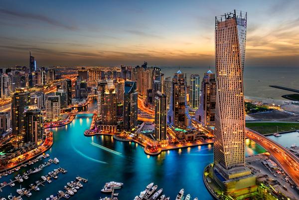 Tòa nhà Burj Khalifa cao nhất thế giới với kiến trúc độc đáo bao gồm 153 tầng là biểu tượng của Dubai.