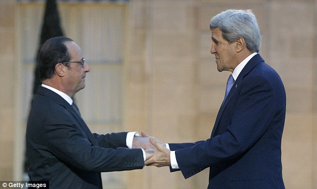 Ông Hollande đón tiếp ông Kerry tại Điện Elysee ngày 16/1.