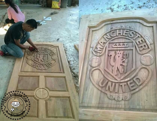 Cửa gỗ kiểu Man United
