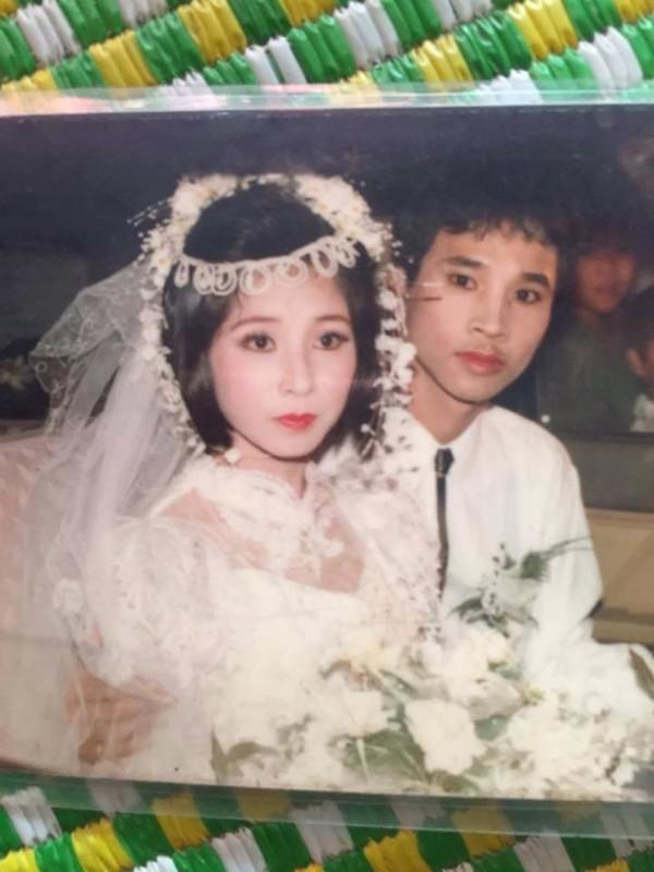 Còn đây là bức ảnh cưới của bố mẹ thành viên N.P.T.