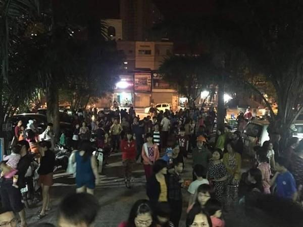 Nhiều người dân sau khi nghe báo động đã lo lắng xuống cả tầng hầm để di tản xe của gia đình mình. Ảnh: Facebook Khanh Pham Van