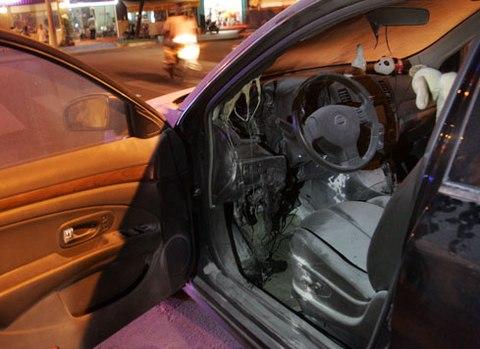 Cận cảnh chiếc ô tô bị bốc cháy của Lê Khánh