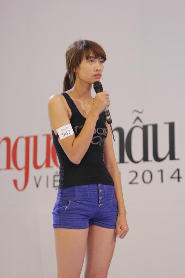 Ngay từ khi xuất hiện ở vòng tuyển chọn, Nguyễn Oanh gây chú ý bởi vẻ ngoài ngô nghê vào chiều cao 1m83.