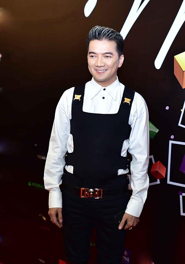 Sau chuyến đi công tác ở nước ngoài, Mr Đàm nhanh chóng trở về Việt Nam để tham gia vào một sự kiện trao giải thưởng thường niên.