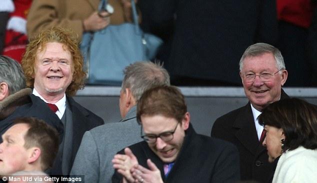 """Ông già gân """"phát cuồng"""" sau trận derby thành Manchester"""
