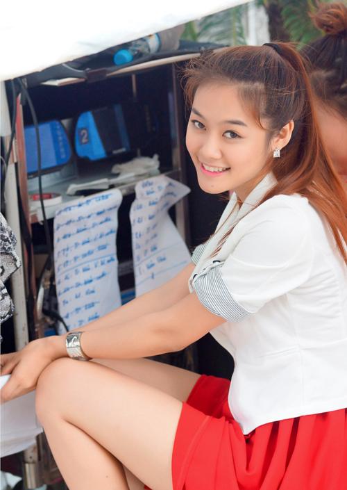 Gu thời trang của Linh Chi thời điểm đó cũng không thực sự thu hút. Có thể thấy, cô thường xuyên lựa chọn những trang phục, phụ kiện khá màu mè, kém sang.