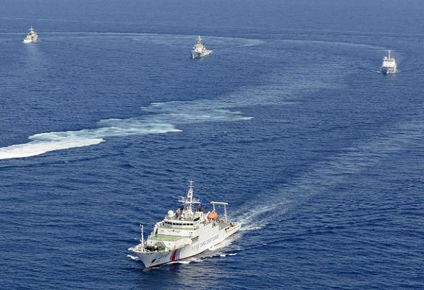 Tàu tuần duyên Nhật Bản và tàu Hải cảnh Trung Quốc ở Senkaku