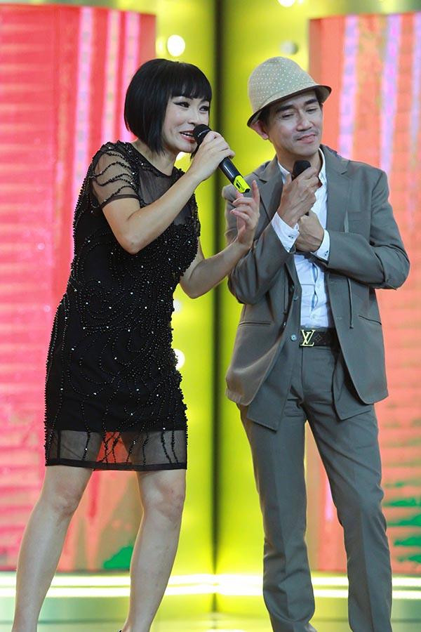 Khoảnh khắc Phương Thanh - Minh Thuận tương tác với nhau trên sân khấu.