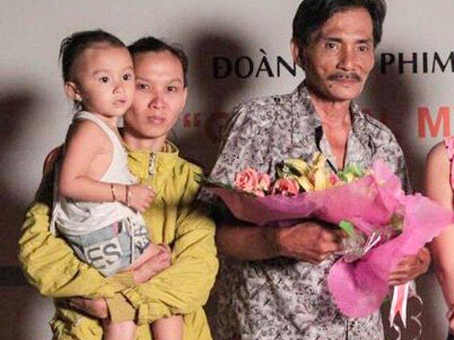 Thương Tín cùng người vợ trẻ và đứa con gái 2 tuổi