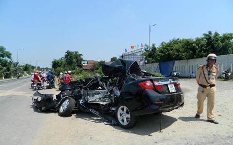 xe giường nằm, đâm nát, ô tô 4 chỗ, người chết, đường tránh, hầm Hải Vân, Đà Nẵng