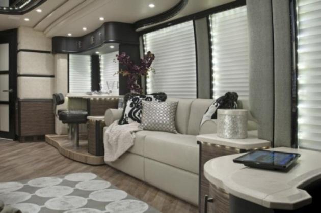 Phòng khách với bố bàn ghế salon cao cấp