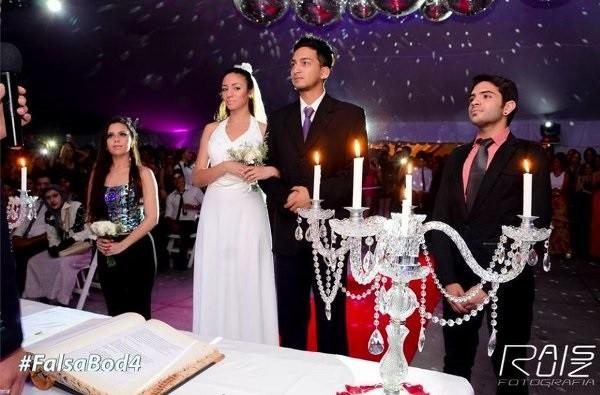 Những đám cưới giả luôn được thực hiện hết sức nghiêm túc và chân thật.
