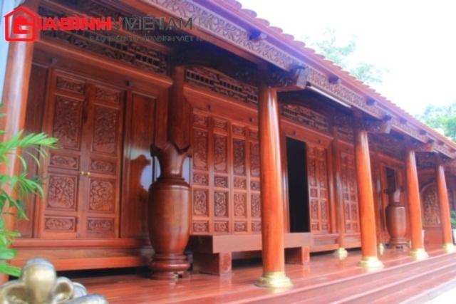 Toàn bộ các chi tiết đều được chế tác từ gỗ quý