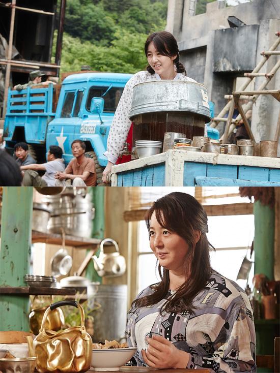 Yoon Eun Hye cũng là một trong những nữ diễn viên nhận được nhiều khen ngợi khi không ngại làm xấu mình trên màn ảnh. Trong bộ phim điện ảnh Chronicle of the blood merchant, cô đã vào vai một cô gái béo ú với cân nặng lên đến 100.