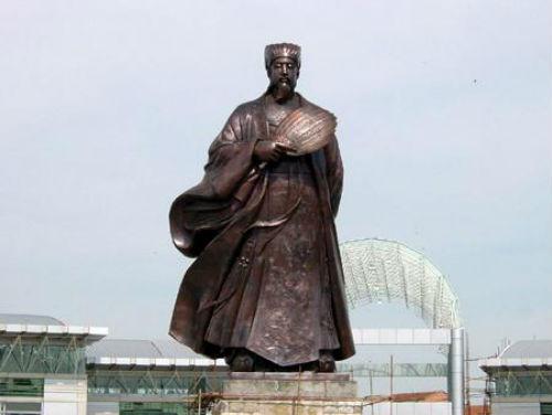 Bức tượng Khổng Minh