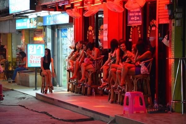 Pattaya là nơi được nhiều người chuyển giới đến hành nghề với mong ước kiếm được nhiều tiền để nuôi sống gia đình.